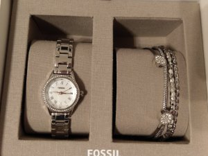 Fossil Watch With Metal Strap white-silver-colored