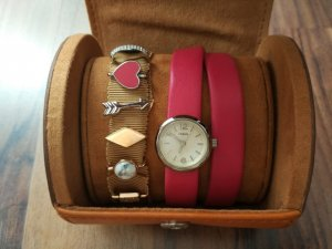 Fossil Watch With Leather Strap magenta