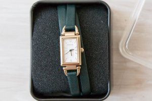 Fossil goldene Uhr mit grünem Lederarmband