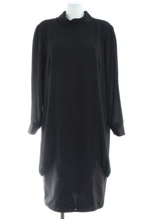 Frank Usher vestido de globo negro estilo «business»