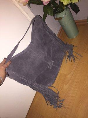 Fransen-Schultertasche aus Veloursleder