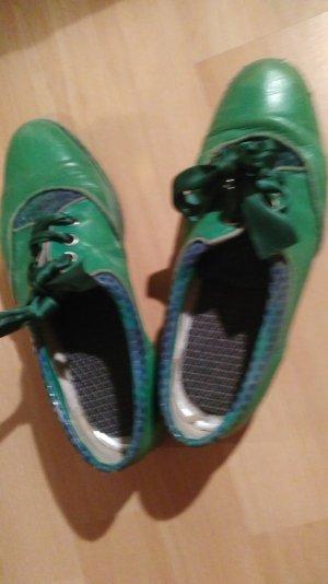 Freakige grüne Vintage-Schnürschuhe