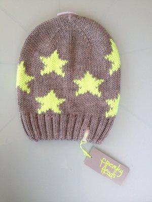 Chapeau en tricot jaune-gris