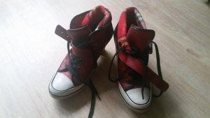 Frech und schrill wirkt dieser Tamaris Schuh