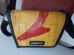 Freitag Messengerbag yellow-brick red