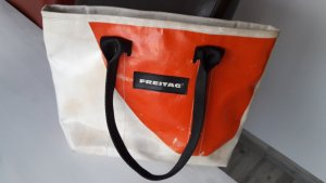 Freitag Messengerbag white-salmon