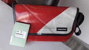 Freitag Messengerbag white-brick red