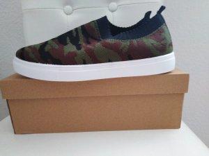 Slip-on Sneakers black-khaki