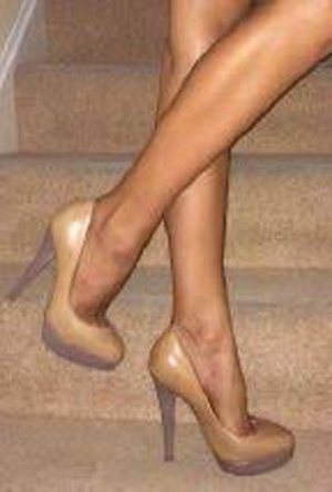 French Connection Heels Pumps aus Leder in Nude