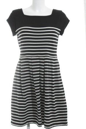 French Connection Kurzarmkleid schwarz-weiß Streifenmuster Street-Fashion-Look