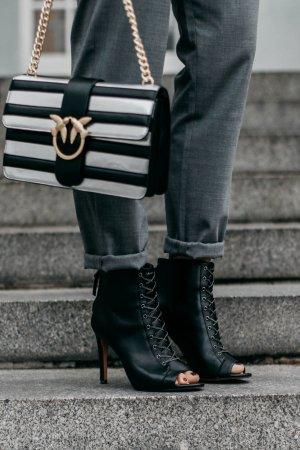 French Connection Peeptoe-Stiefeletten schwarz Street-Fashion-Look