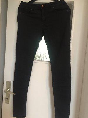 Frisch gefärbte Schwarze Hose