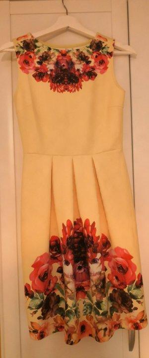 Fröhliches Sommerkleid