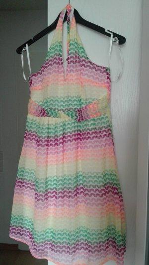 Fröhliches Sommerkleid in tollen Farben
