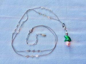Froschkönig Charm auf rosé Perle an silberfarbener Kette von Pilgrim