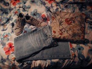 Frühlings-Jeans-Look