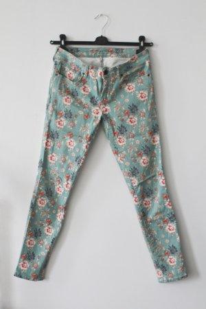 Frühlingshafte Blumen-Jeans