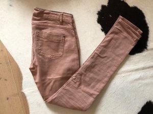 Frühlingshafte rosa Jeans