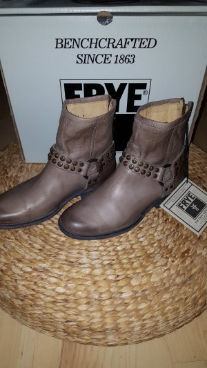 Frye Phillip Harness studded Boots Gr.38/39
