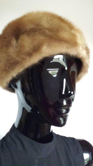 Sombrero de piel marrón claro