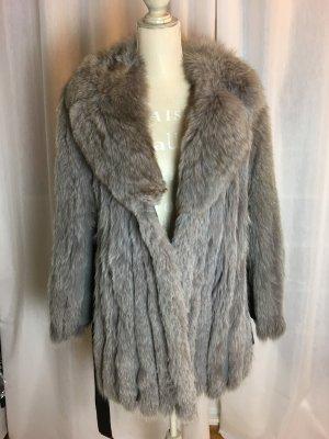 Fuchspelz Mantel in Grau sehr elegant zum Binden.