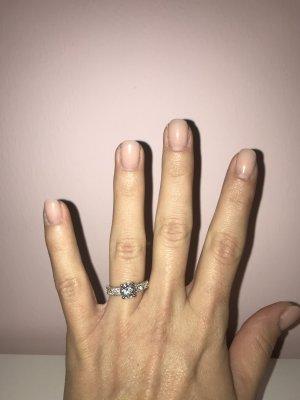 Funkelnder Ring von Swarovski