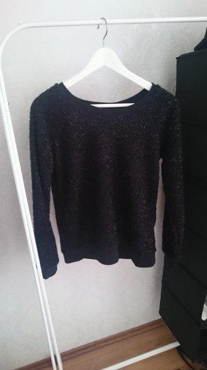 funkelnder,schwarzer Pullover