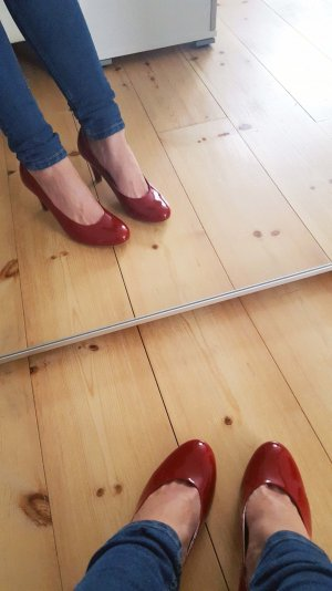 Gabor Pumps aus Lackleder in rot