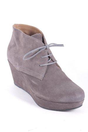 Gadea Keil-Stiefeletten grau Street-Fashion-Look