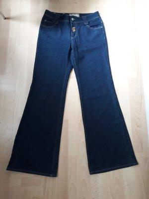 Galliano Jeans und schwarze Gucci Bluse dazu