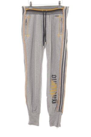 Galliano pantalonera gris claro letras bordadas estilo deportivo