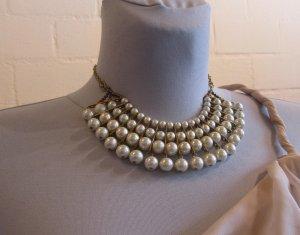 Ganz besondere Statementkette mit Perlen