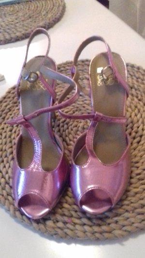 ganz schöne pink Sandalen!!