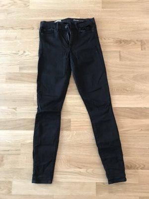 GAP Jeans, True Skinny in Schwarz, Gr. 25
