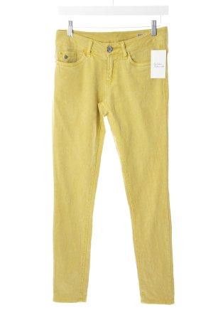Garcia Straight-Leg Jeans gelb Blumenmuster Street-Fashion-Look