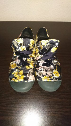 geblümte Sommer Schuhe der Marke Diesel
