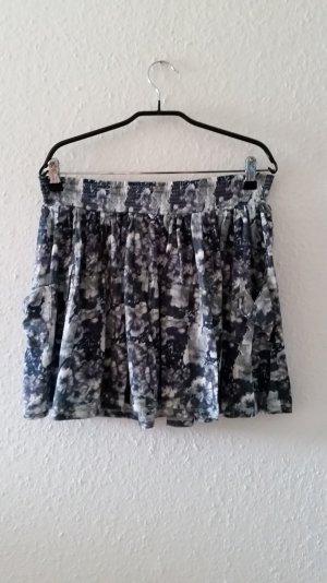 Geblümter Minirock mit Taschen