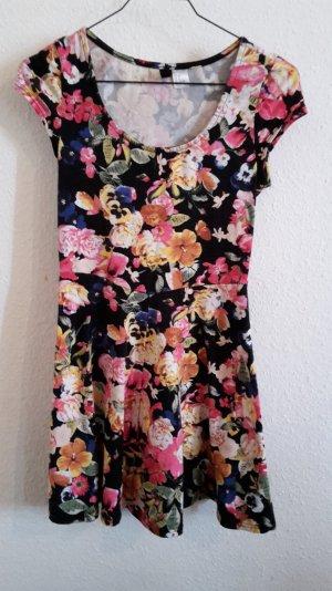 Geblümtes, buntes, kurzes Kleid