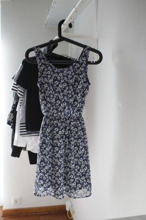 Geblümtes Kleid mit Rückenausschnitt