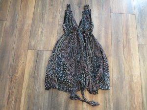 Geblümtes Kleid von AX Paris