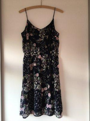 Geblümtes Kleid von Vero Moda