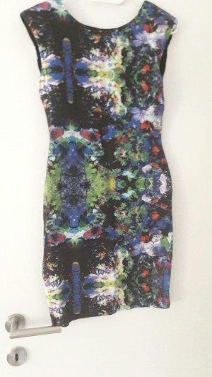 geblümtes kurzes Kleid
