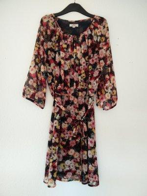 Geblümtes leichtes Kleid