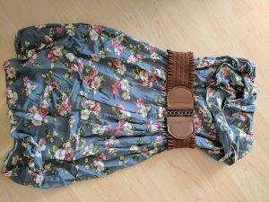 Geblümtes Sommerkleid mit Gürtel