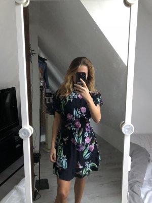 Geblümtes wunderschönes Oasis Kleid komplett neu ungetragen