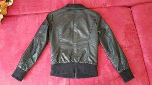 Gebrauchte schwarze Lederjacke