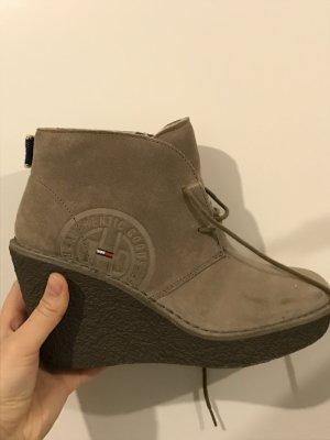 gefütterte halbhohe Schuhe von Tommy Hilfiger mit kleinem Absatz