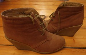 Atmosphere Wedge Booties brown