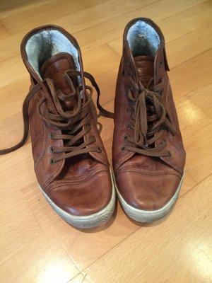 Gefütterte Sneaker aus Leder