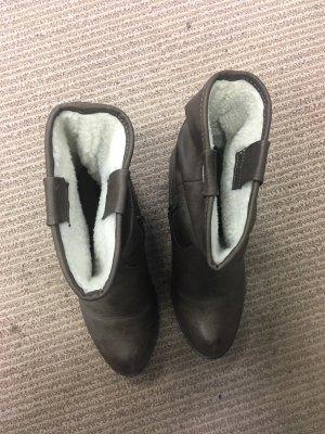 Gefütterte Stiefel mit Absatz